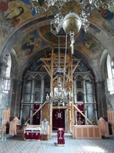 28. Wewnątrz cerkwi