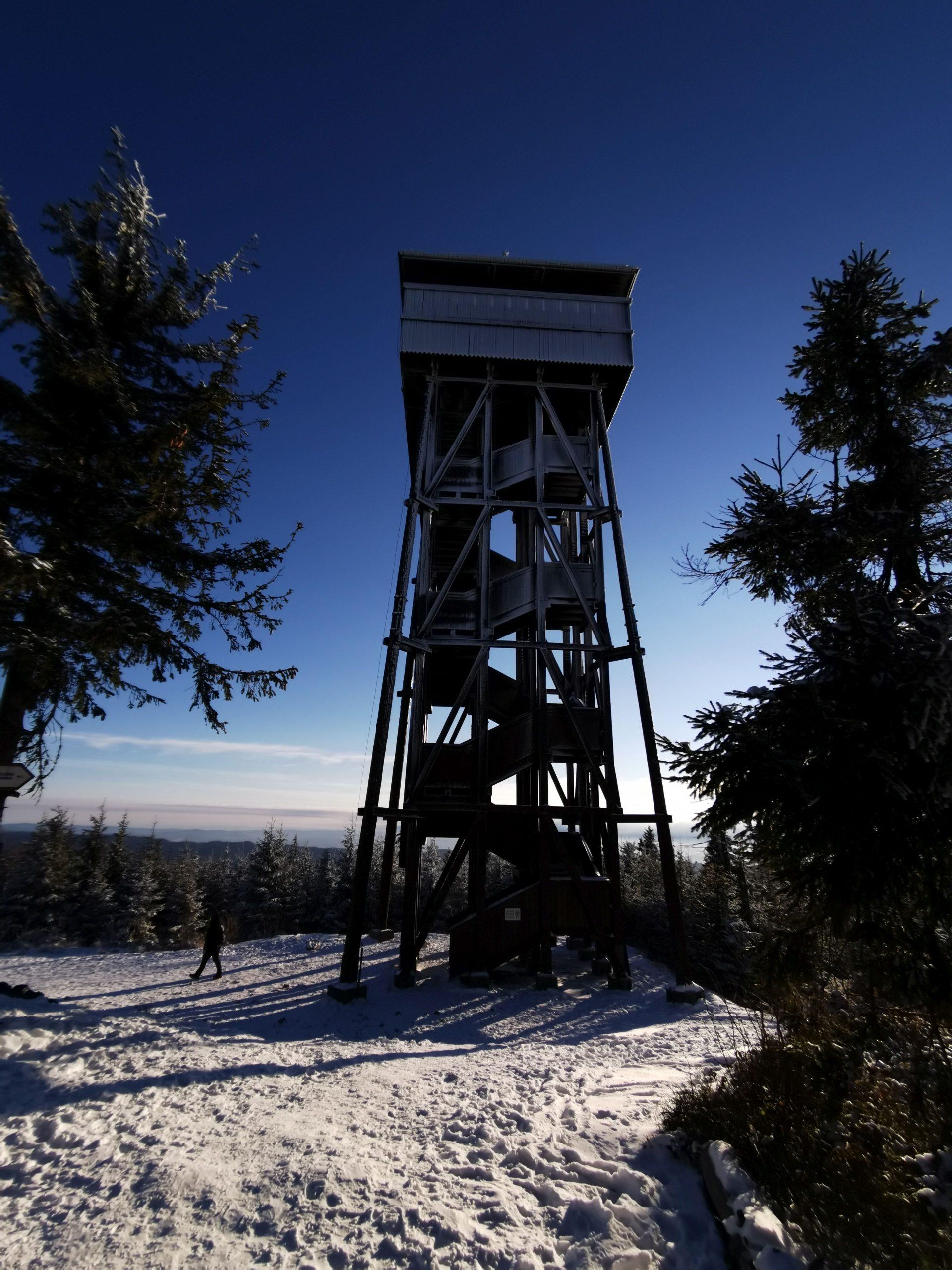 27-metrowa, drewniana wieża na szczycie Gorca.